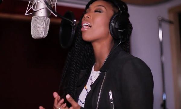 Brandy sings Beggin and Pleadin